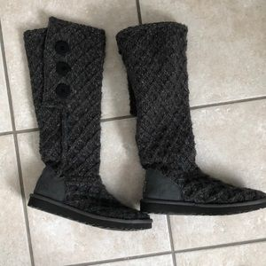 Ugg Cardi boots size 7.  Great condition.